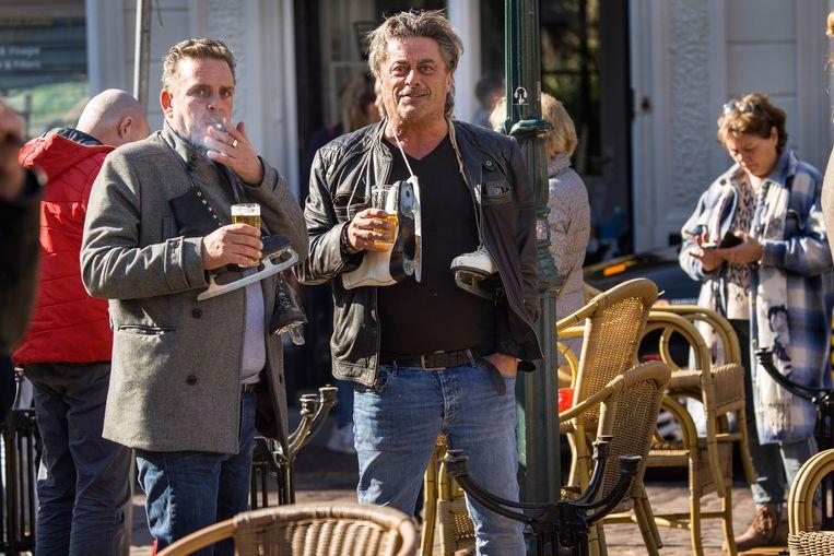 Terras op de Ginnekenmarkt in Breda.  Beeld Arie Kievit / de Volkskrant