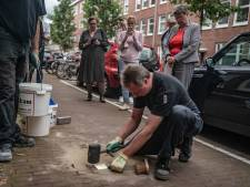 Struikelstenen voor homoseksuele oorlogsslachtoffers: 'Vervolgd om wat ze waren of wat ze deden'