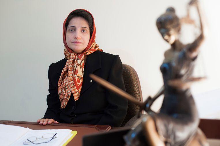 De Iraanse mensenrechtenadvocaat Nasrin Sotoudeh werd veroordeeld tot 38 jaar cel en 148 stokslagen voor haar activisme. Beeld AP