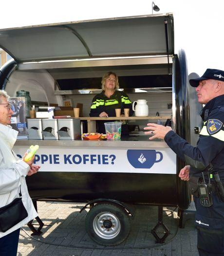 Met je probleem naar de politie-koffiekar: 'Ik zoek hulp, daarom ben ik hier'