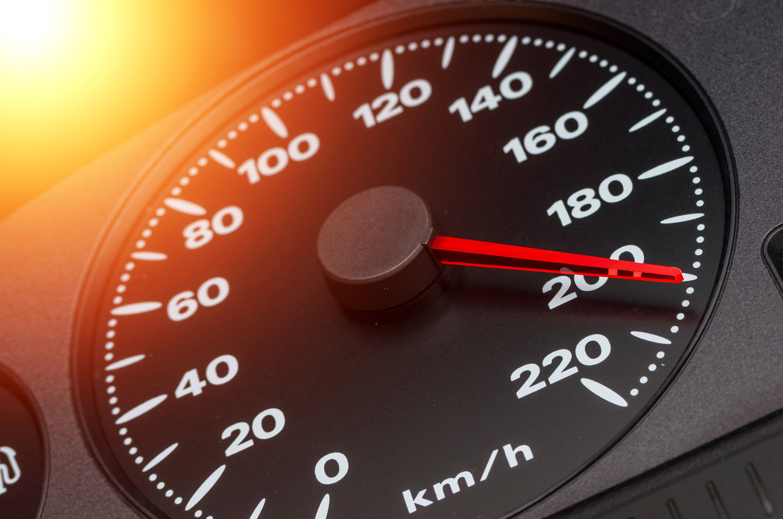 Harder rijden dan toegestaan: dat kan straks niet zomaar meer, als een wetsvoorstel wordt aangenomen door de Europese Commissie.