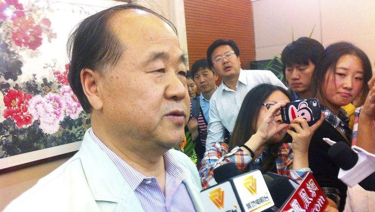 Yo Man praat met de pers over de Nobelprijs. Beeld ap