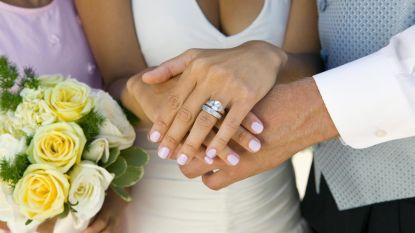11 koppels stappen dit weekend in het huwelijksbootje