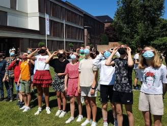 Zonsverduistering fascineert eerstejaars van Sint Aloysius Geel