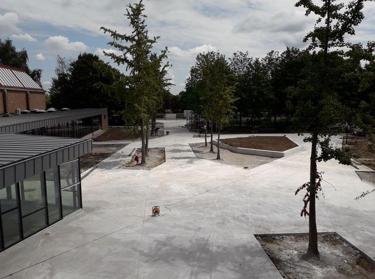 De nieuwe ontmoetingsplaats voor het zwembadcomplex van Puyenbroeck oogt al fraai.