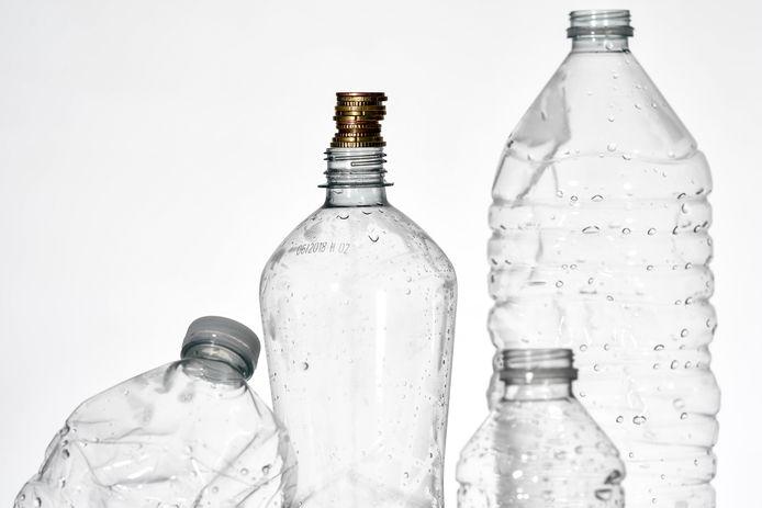 Antwerpen verwacht van de Vlaamse regering een beslissing over statiegeld op drankverpakkingen en treedt zelf niet toe tot de Belgisch-Nederlandse statiegeldalliantie.