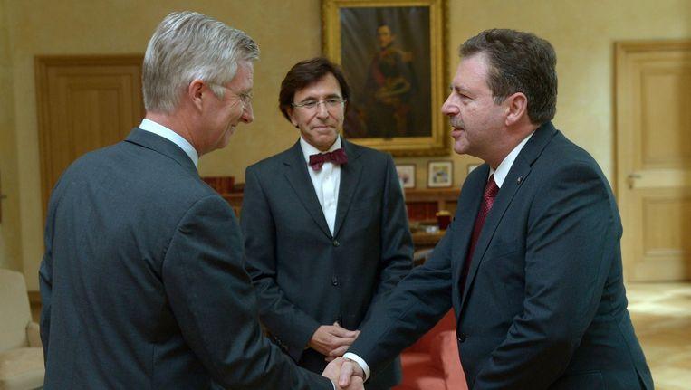 Rudi Vervoort legt de eed af als Brussels minister-president. Beeld PHOTO_NEWS