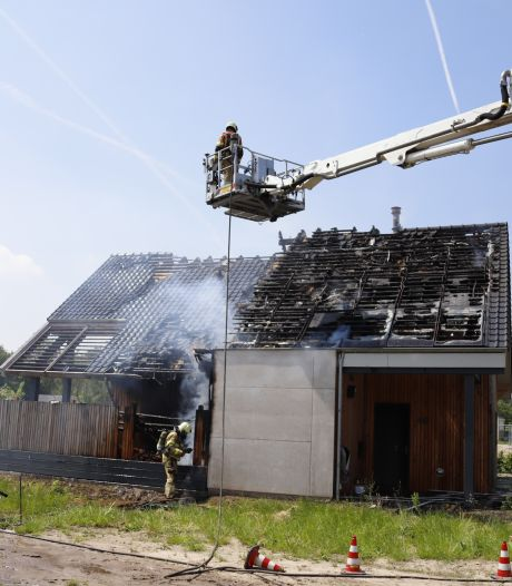 Brand in woning Gassel onder controle, schade is enorm