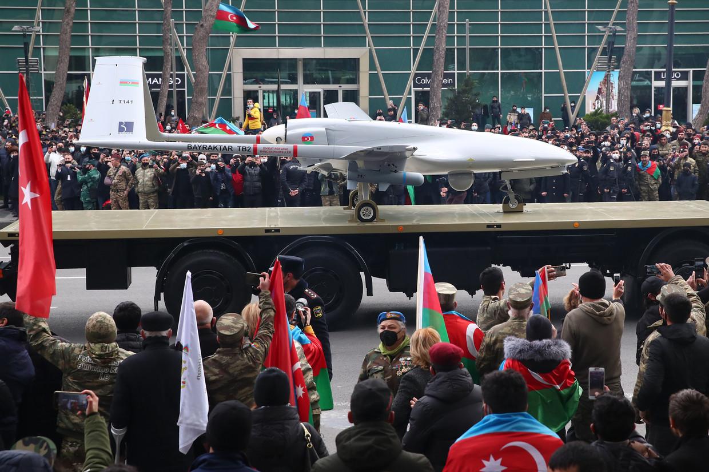 Een Turkse drone bij een overwinningsparade in de Azerbeidzjaanse hoofdstad Bakoe. Beeld Valery Sharifulin/TASS