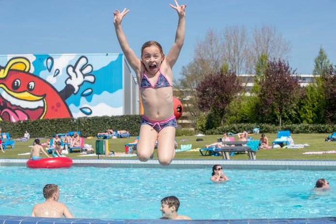 Zwembad de vallei in veenendaal doorbreekt grens van 200.000