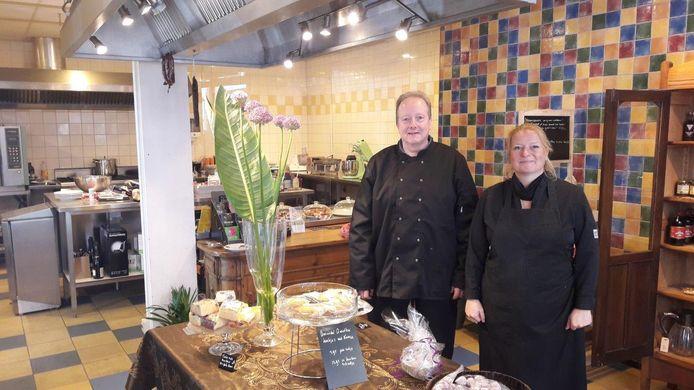 Karen Kruijdenberg en Marcel Richardus van The English Bakery, een nieuwe zaak aan de Molstraat in Delft.