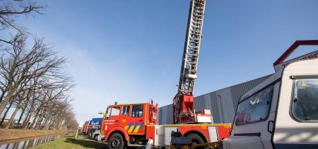 Te koop voor 12.500 euro in Rijssen: oude brandweerwagen met ladder uit België