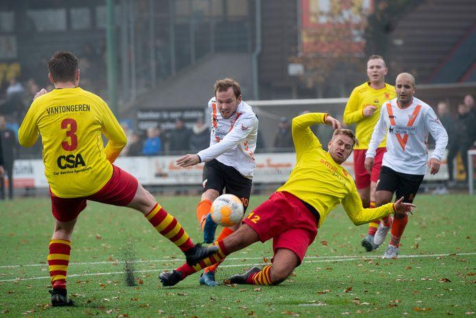 Apeldoornse Boys en Victoria Boys komen weer tegenover elkaar te staan in de vierde klasse F, alias de 'Apeldoornse Bundesliga'.