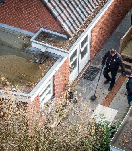 Tientallen agenten vallen met geweld een woning binnen in Meppel: 'En dat in ons oh-zo nette straatje'