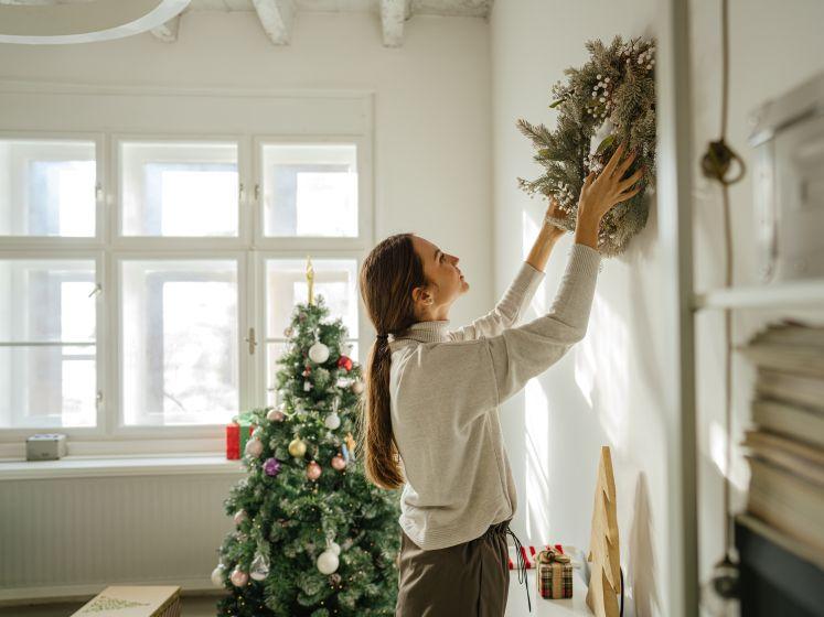 De kracht van kerst: waarom het volgens een psycholoog zo veel deugd doet om nu al de kerstboom te versieren en kaartjes te versturen