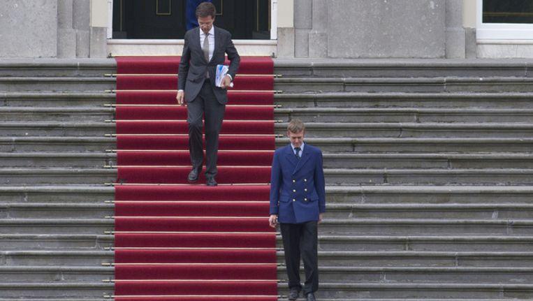 Mark Rutte verlaat het Koninklijk Paleis in Den Bosch na zijn bezoek aan koningin Beatrix Beeld ap