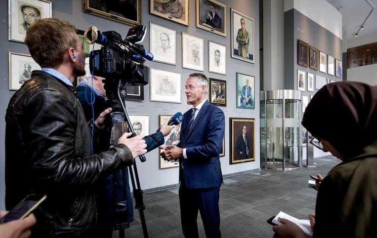 Minister Slob geeft de media uitleg over zijn besluit om de financiering van het Haga stop te zetten. Beeld ANP