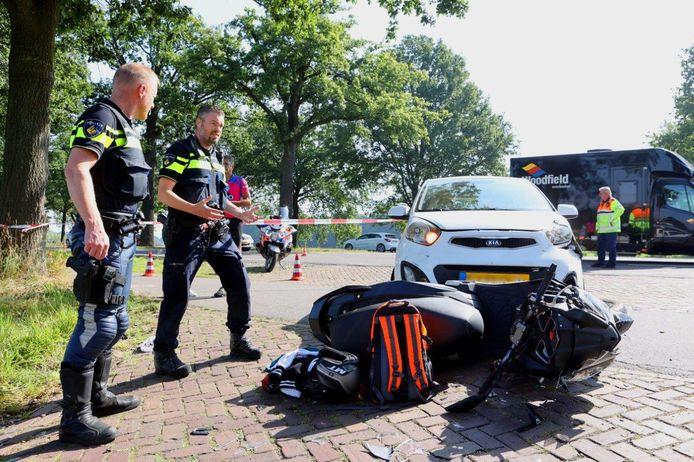 Ongeval tussen scooter en auto op de N65 bij Helvoirt.