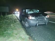 Twee auto's raken in botsing met een vrachtwagen op de A35 bij Bornerbroek