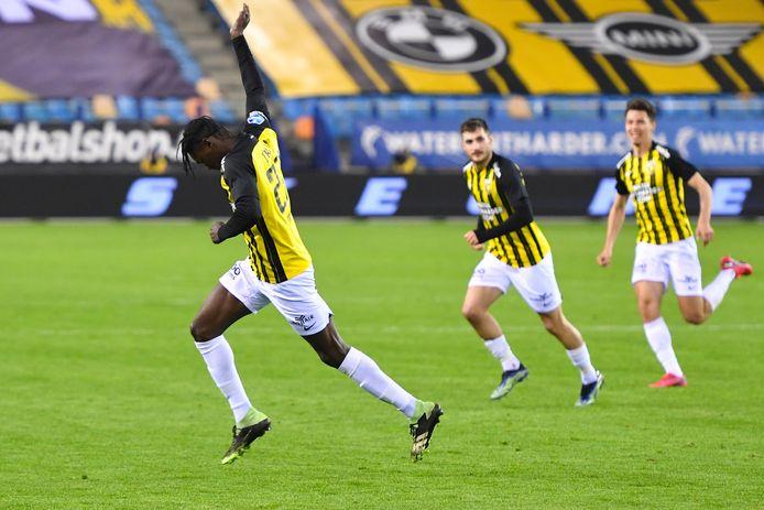 Vitesse-invaller Idrissa Touré na zijn bevrijdende treffer in blessuretijd.