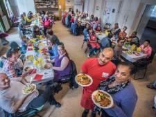 Bij dit wijkdiner wordt gelukshormoon endorfine geserveerd: 'Samen eten is samen lachen'