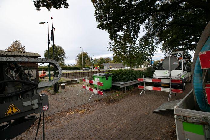 De voorbereidende werkzaamheden voor de vervanging van de sluizen 8  en 9 (foto) in Helmond zijn in volle gang.