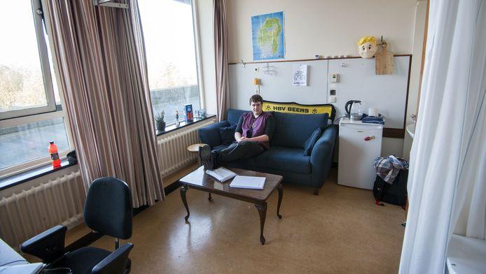 Lennert van Alem woont in een ziekenhuiskamer.