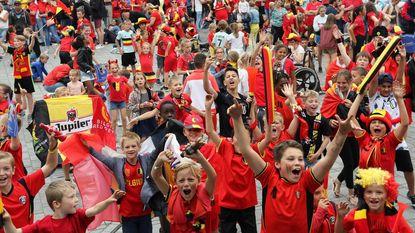 Jonge fans juichen oorverdovend luid