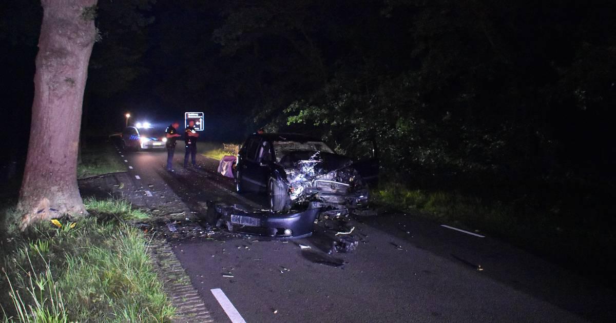 Ravage en gewonden in IJhorst na eenzijdig ongeval in nachtelijke uren.