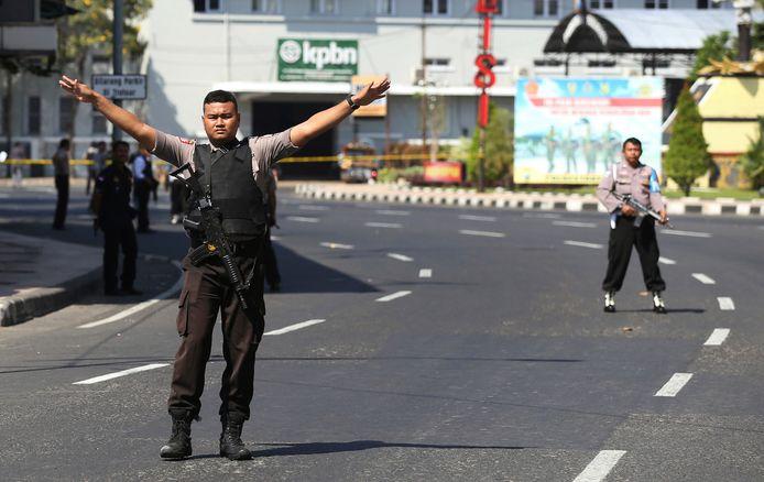 Agenten zetten wegen af in Soerabaja.