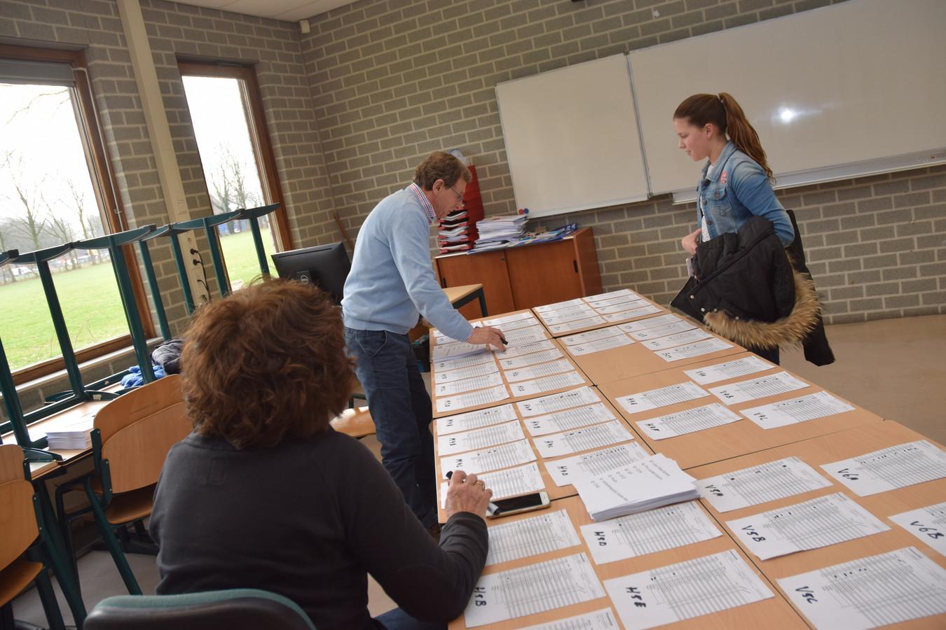 Het stemlokaal voor de leerlingen van het Mill-Hill.