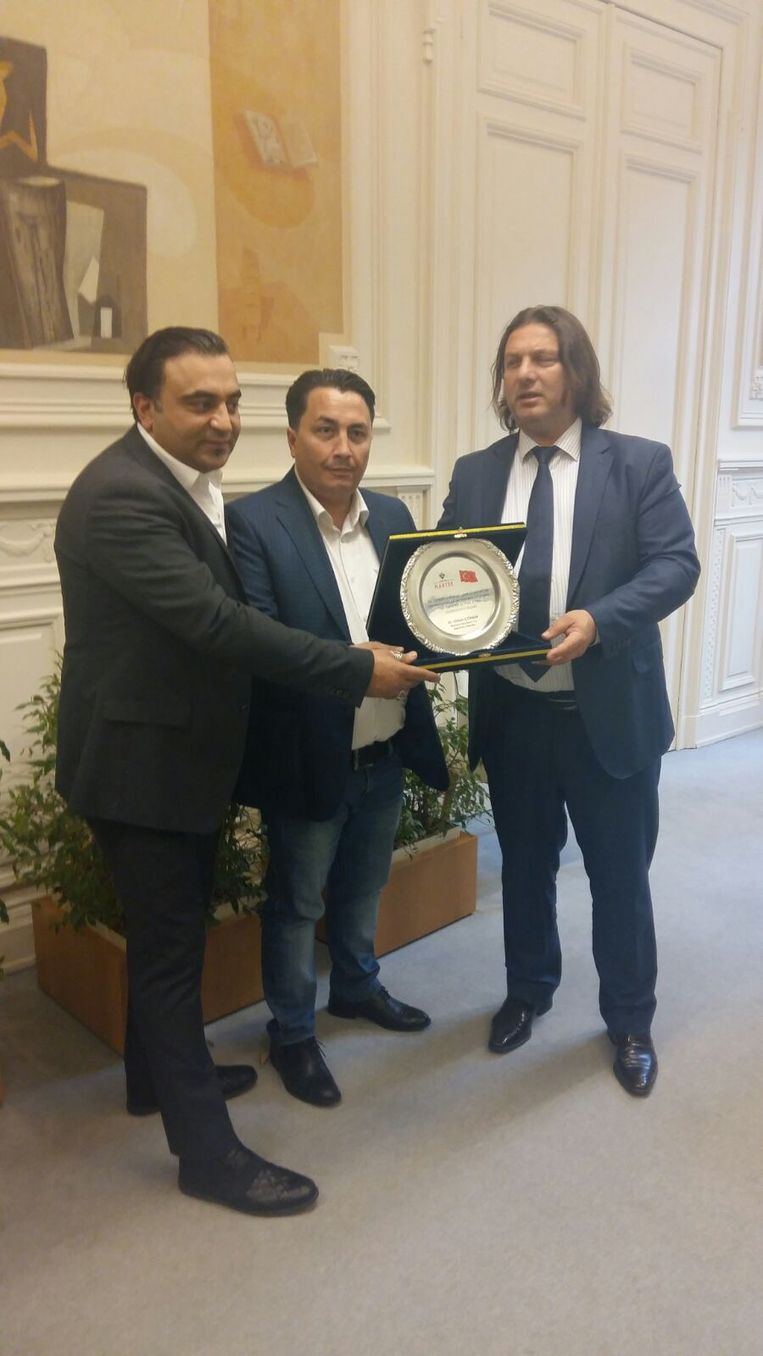 Emin Özkara (PS, midden) met delegatie van Tübitak en Misiad. Beeld RV