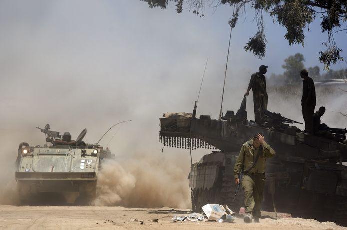 Israël heeft vandaag 16.000 extra militairen opgetrommeld om mee te vechten in het offensief tegen de Palestijnen in de Gazastrook.