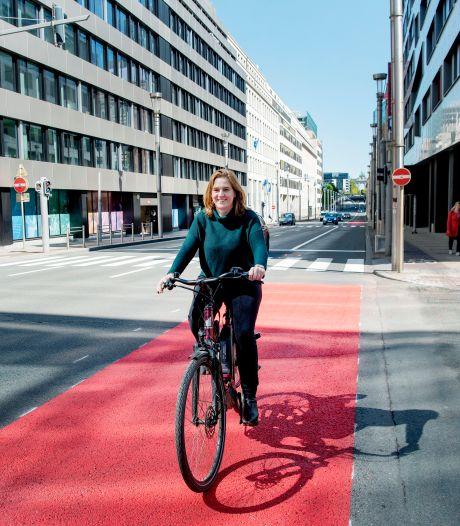 Elke Van den Brandt reçoit un prix de la promotion du vélo à Lisbonne