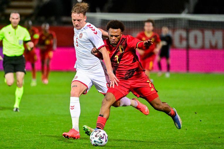 Lois Openda troeft een Deen af; hij scoorde het enige doelpunt. Beeld BELGA