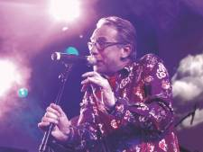 Erik Hagelstein zingt voor een miljoen Nederlanders op tv: een diepe buiging voor zoveel lef in één man