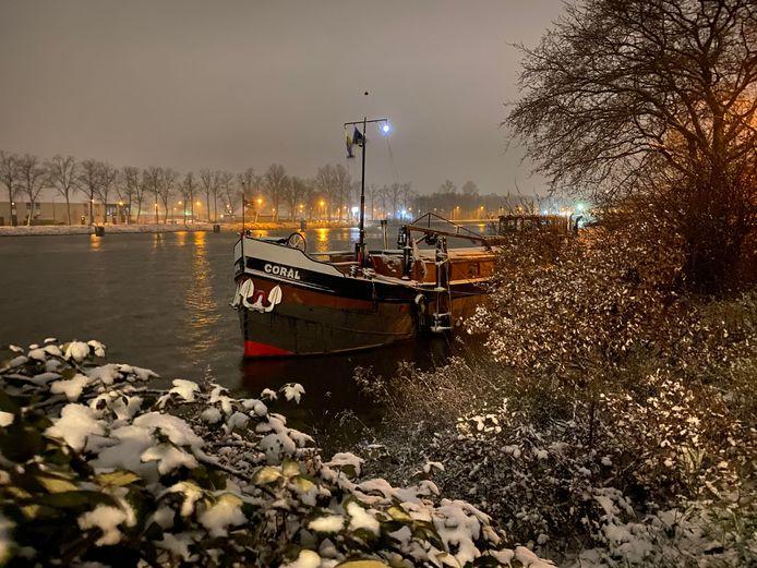 Oostkanaaldijk in Nijmegen, 21.00 uur zaterdagavond.