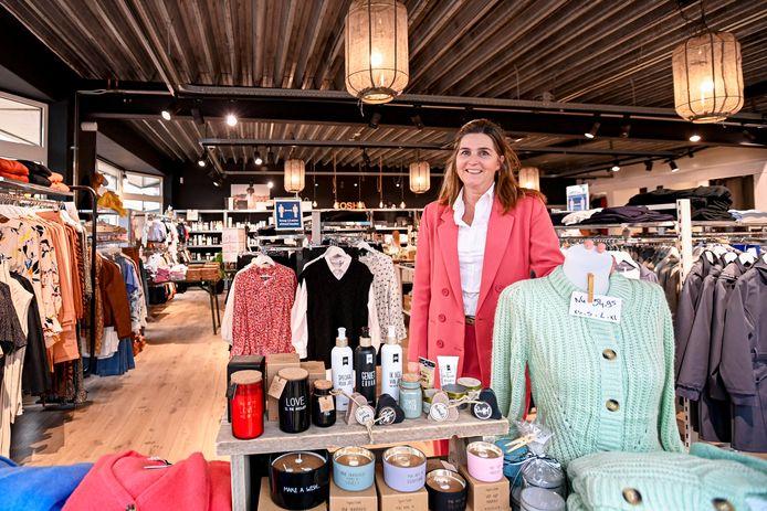 Evelien Martens in haar dameskledingzaak Josha Women & Accessoires.