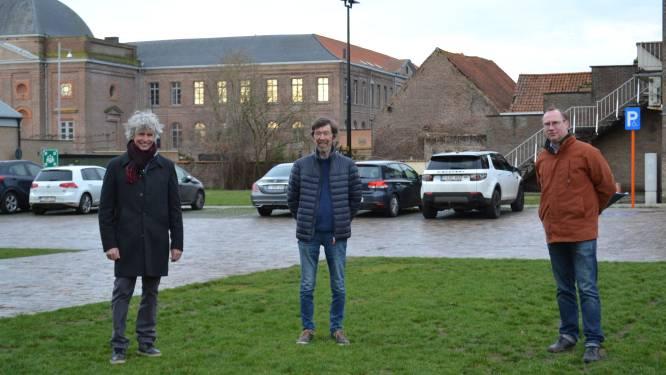 """Dorpsplein Sint-Laureins krijgt nieuwe naam: """"Antonia Van Dammeplein is genoemd naar vrouw die Godshuis liet bouwen"""""""