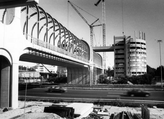 De bouw van de Nelson Madelabrug in 1992.