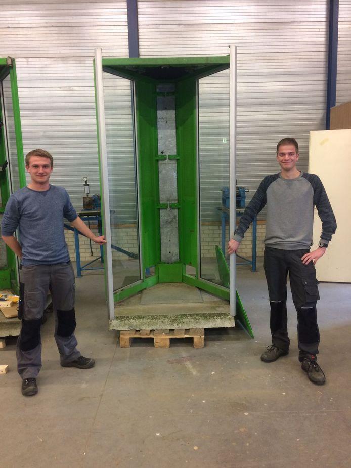 Bouwers Melvin Kroesen en Arnoud Edens.