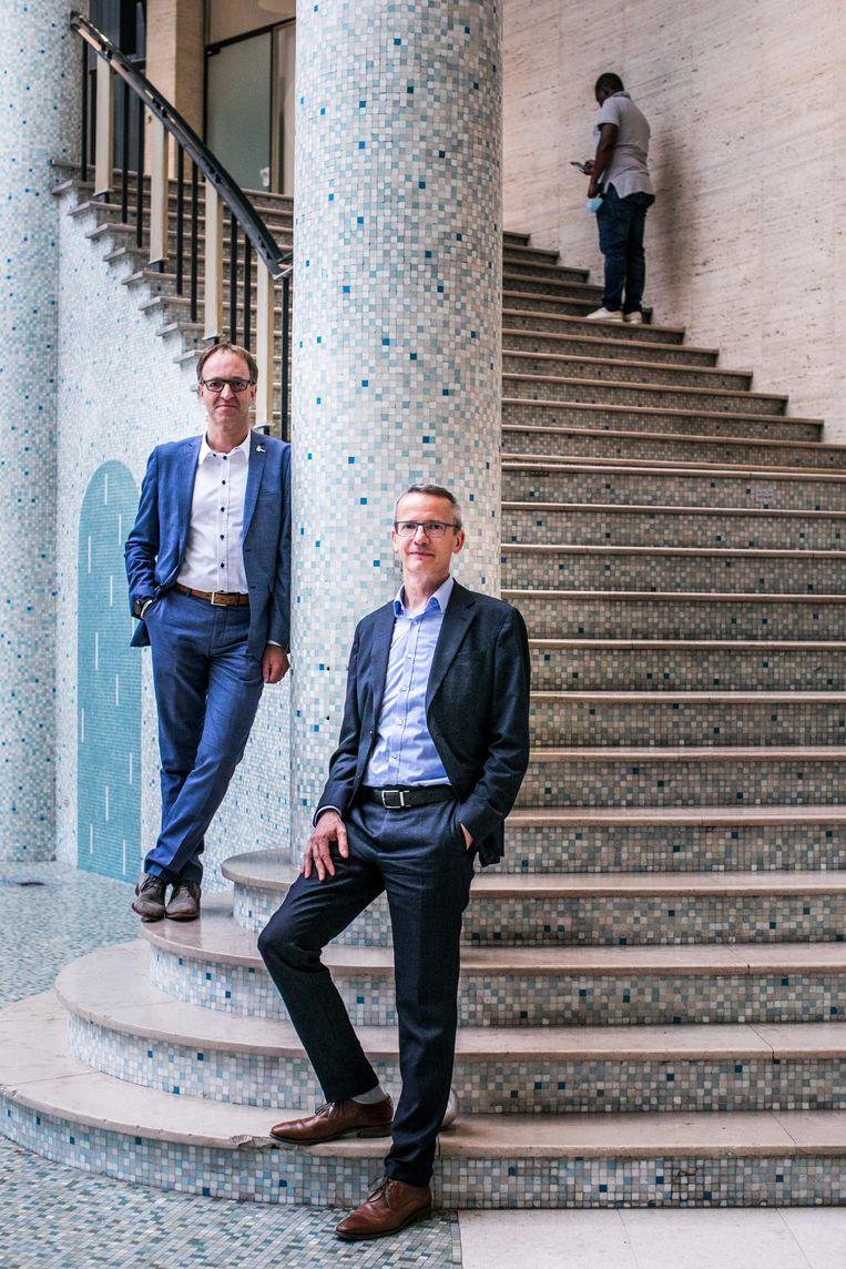 UGent-rector Rik Van de Walle (l.) en KU Leuven-rector Luc Sels (r.). Beeld Bas Bogaerts