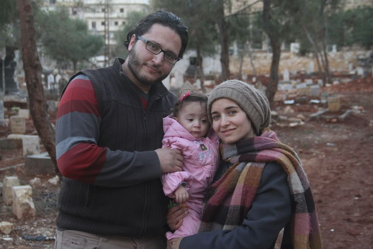 Hamza, Waad Al-Kateab en hun dochter Sama. Beeld