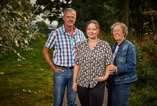 """De 'forensische familie' bij elkaar, van links naar rechts: Sieb, Sophie en Marijke. ,,We worden als lijkschouwer ingeschakeld, maar minstens even belangrijk is het werk voor politie en justitie."""""""