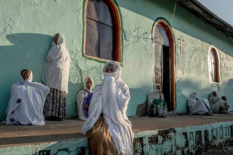 Onder andere via vluchtelingen, zoals deze vrouwen in Soedan, komen vele verhalen van mensenrechtenschendingen naar buiten. Beeld AP
