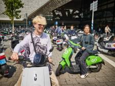 Daarom zijn deelscooters niet meer weg te denken uit Rotterdam: 'Overal tussendoor en nooit in de file'