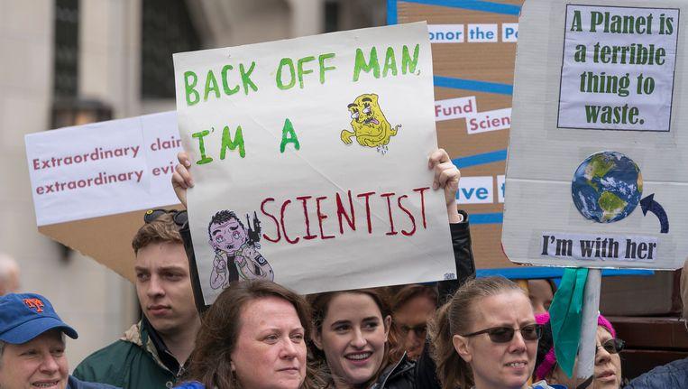 Klimaatactivisten protesteren tegen de plannen van Trump. Beeld Photo News