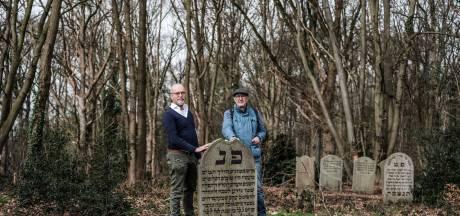 Joodse begraafplaats 'ineens' zichtbaar door bomenkap: 'Dit moet iets van 's-Heerenberg gaan worden'