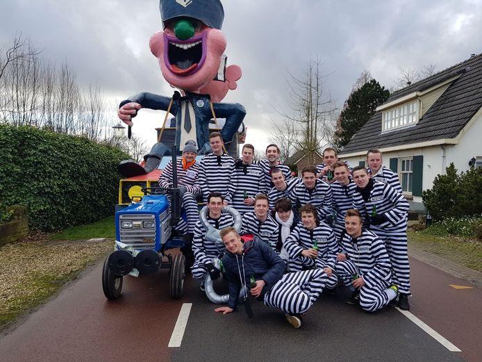 Als 'De boeven uit Loo' deed de groep Laveloos in 2018 voor het laats mee en werden eerste in de optocht in Loo en derde in Groessen.