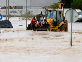 "Vlaamse B&B-uitbater na noodweer in Spanje: ""Eerst water, dan kortsluiting en brand. En dan valt het bij ons nog mee"""